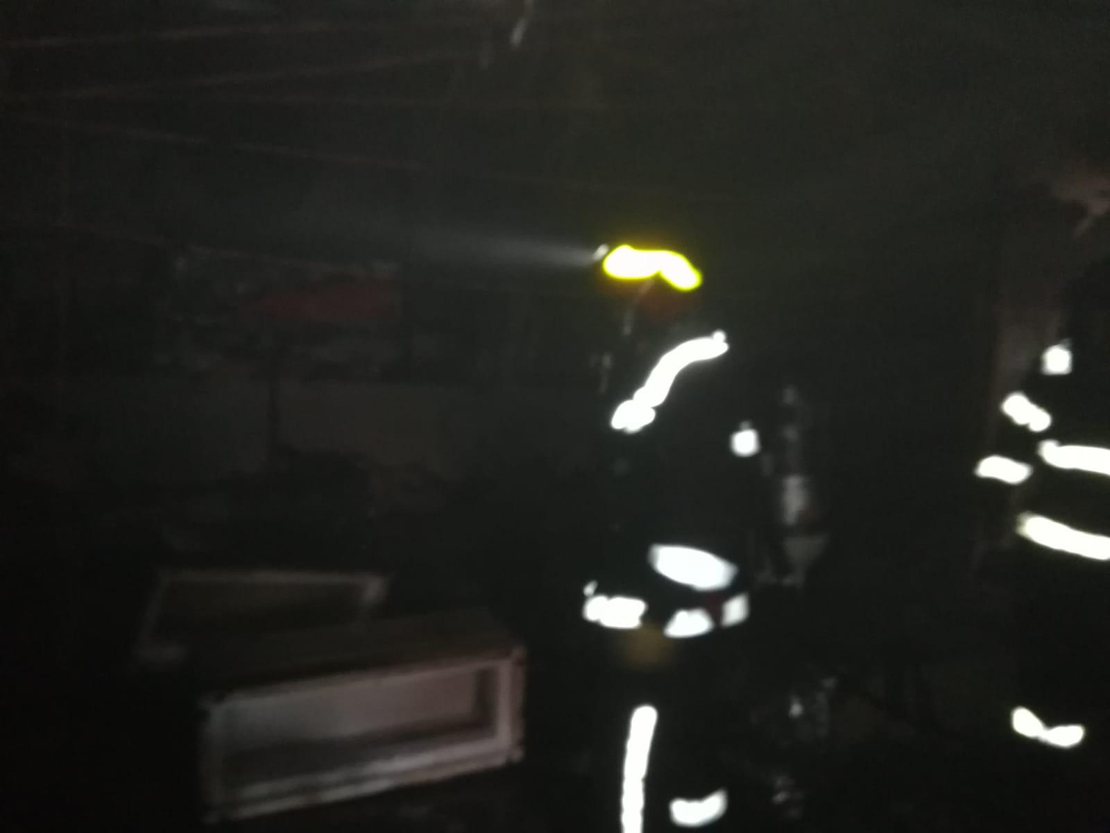 Arde un CLUB din Arad. Pompierii au intervenit pentru a stinge incendiul (FOTO)
