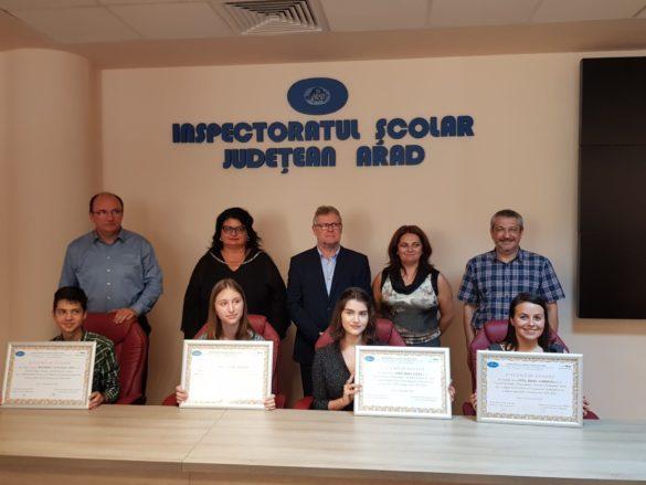 Premierea elevilor arădeni, care au obținut nota 10 la Evaluarea Națională și Bacalaureat, la sediul ISJ Arad (GALERIE FOTO)