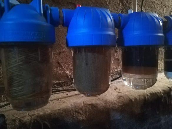 """Cum arată filtrele montate recent pe o rețea de alimentare cu apă din Arad: """"Oare ce plătim Companiei de Apă și Canal?"""" (FOTO)"""