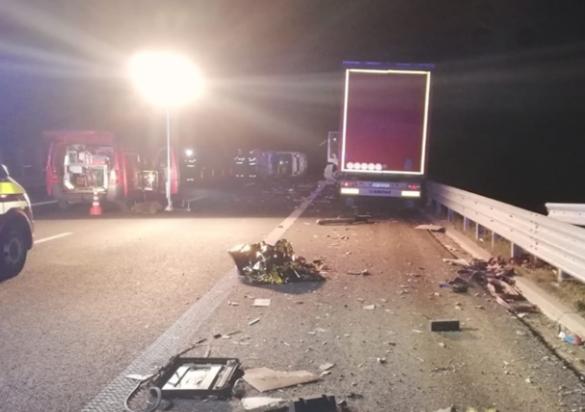 Accident ȘOCANT pe autostradă, în apropiere de Arad: doi bărbați spulberați de TIR. Circulație deviată pe DN7 (GALERIE FOTO +VIDEO)
