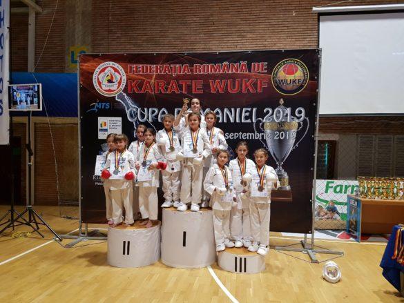 Un club de karate din Arad s-a poziționat pe locul 3 la Cupa României WUKF (GALERIE FOTO)