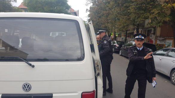 Acțiune a polițiștilor locali din Arad. Mai mulți cerșetori și oameni ai străzii duși la sediul din Micălaca (VIDEO + GALERIE FOTO)