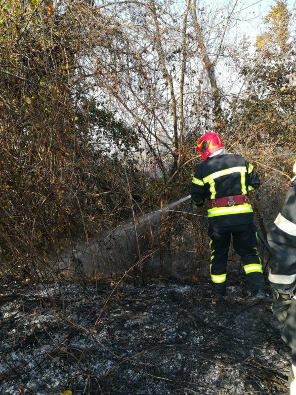 Zeci de incendii în Arad, în doar două luni (GALERIE FOTO)