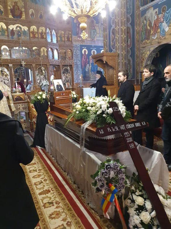 Sfânta Liturghie și Slujba de înmormântare a Preotului Crăciun-Dorel Moț, în biserica parohială din Gurahonț (GALERIE FOTO)
