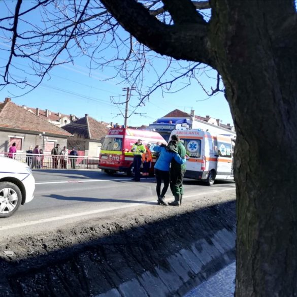 Atenție, imagini cu puternic impact emoțional! Femeie spulberată de autoturism pe DN7, în Vladimirescu (GALERIE FOTO)