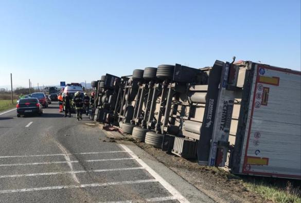 Două accidente pe un drum din vestul țării, în mai puțin de o oră (FOTO)