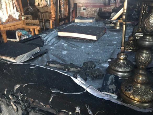 Biserică din Arad cuprinsă de flăcări. Pompierii s-au luptat o oră cu incendiul (GALERIE FOTO + VIDEO)