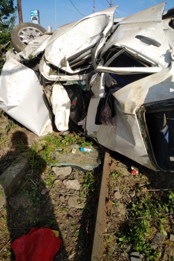 S-a răsturnat cu autoturismul pe o stradă din Arad (GALERIE FOTO)