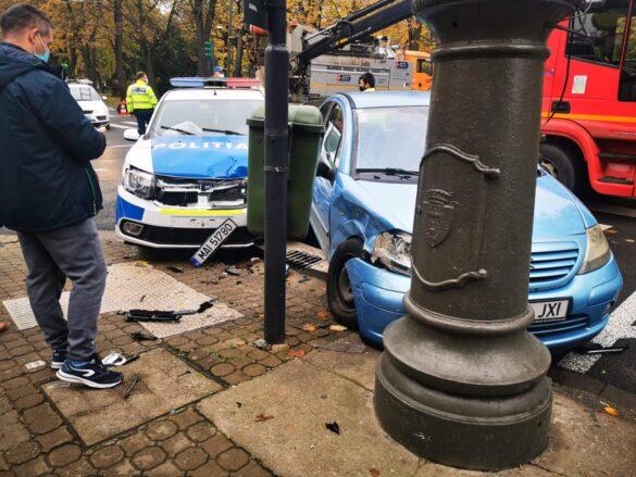 Tamponare în centrul Aradului între o autospecială a poliției și un autoturism (GALERIE FOTO)