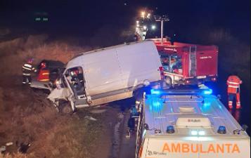 Accident GRAV în Arad: trei persoane încarcerate (FOTO)