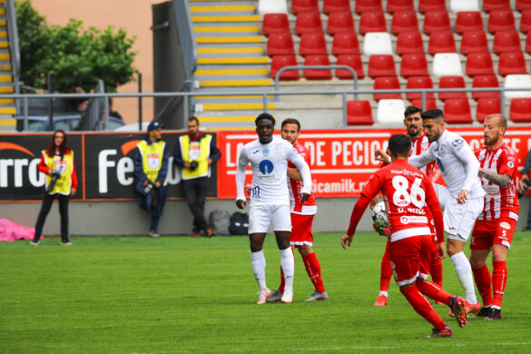 Victorie importantă a arădenilor: UTA Arad 1 – 0 Gaz Metan Mediaș (GALERIE FOTO)
