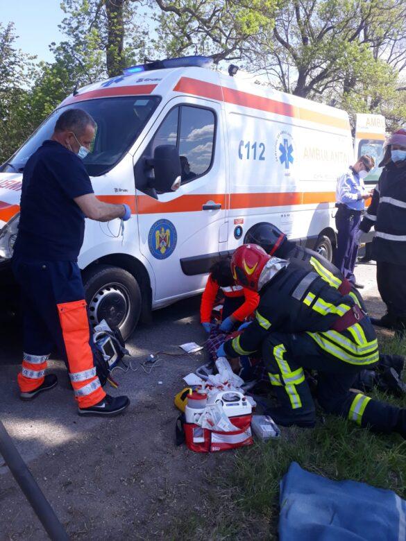 Tragedie pe un drum din Arad: a murit după ce a intrat cu mașina în copac (GALERIE FOTO)
